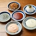 名物とり天にお好みで味の変化を楽しめる追加ソースは全部で6種類!オススメは柚子胡椒おろし/大葉ジェノベーゼ★お客様のお好きなソースを色々試してみてください♪