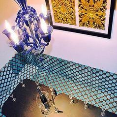 ブルーを基調としたラグジュアリーな個室