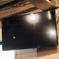 店内には大型テレビが