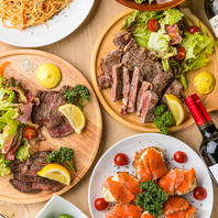 色鮮やかな肉バルメニューがテーブルを囲みます!