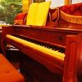 ピアノ完備、生LIVEも不定期で行っています