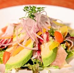 料理メニュー写真*アボカドと生ハムのサラダ