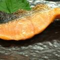 料理メニュー写真鮭(塩又は照)/柳葉魚(三本)