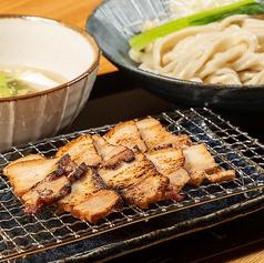 炙り黒豚肉汁うどん まるうのおすすめ料理1