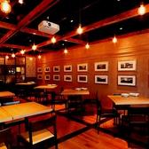 全席80席のオシャレなデザイナーズダイニングフロア♪広いテーブルで料理も食べやすい。女子会やデートに人気スポット♪ 誕生日サプライズも盛り上がる♪昼宴会にもどうぞ♪