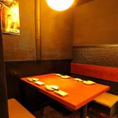 【1階】半個室的に使えるテーブル席。