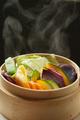 料理メニュー写真シェフ厳選!自家栽培の彩り野菜のせいろ蒸し
