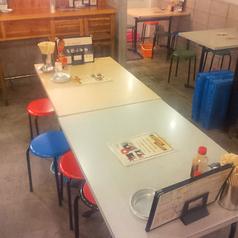 【テーブル席2】下町の雰囲気そのままにサクッと気軽に立ち寄れる居酒屋。お子様連れのお客様も楽しんでいただけるように開放的な空間をご用意しました。テーブル席は40席ご用意しております。大人数・団体様の宴会もぜひお待ちしております♪毎日深夜まで営業中★荻窪での朝まで宴会・打ち上げにいかがですか?
