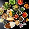料理メニュー写真ビュッフェスタイルの野菜各種