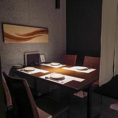 日常利用しやすいテーブル席をご用意しております。2~4名様までのご利用なので、少人数で落ち着いたお食事に最適◎