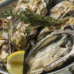 料理メニュー写真一度食べたら病みつきの味!特大牡蠣のガンガンバンバン焼き