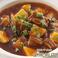 料理メニュー写真スペアリブとジャガ芋の煮込み