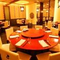 中華料理店ならではの、円卓席もございます。シーンや人数様に応じてお席にご案内致しますので、ご希望がございましたらお気軽にご相談下さい。