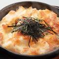 料理メニュー写真山芋とモッツァレラチーズの明太子焼き