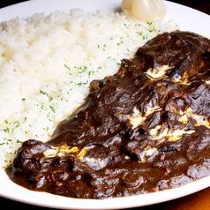 料理メニュー写真じっくり煮込んだタント特製ビーフカレ(中辛・大辛)/肉味噌焼き飯のチーズオーブン焼き