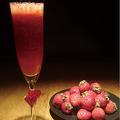 料理メニュー写真【春季限定】苺のスムージーカクテル
