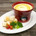 料理メニュー写真クアトロ チーズフォンデュ