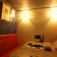 こちらは壁にスワロフスキーが散りばめられたラグジュアリーな個室