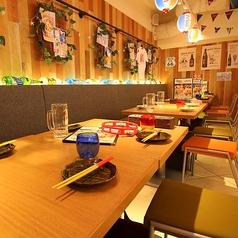 《テーブル席》4人以上でも連結させてお座りいただけます♪合コン/女子会/宴会/デート/などにぴったり♪各種宴会は天王寺MIOにある沖縄食堂ハイサイで決まり☆