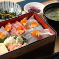 料理メニュー写真博多海鮮重御膳(小鉢・漬物・味噌汁付)
