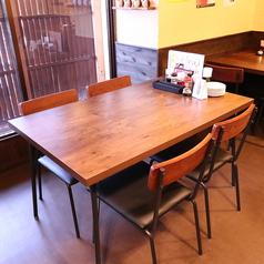 テーブル席はつなげて宴会も可能♪