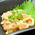 料理メニュー写真炙り鶏わさ(古処鶏ムネ肉刺し)