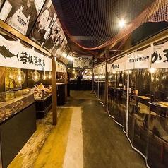 最大14名様までご利用いただける半個室です。函館の魚市場内の食堂をイメージした半個室で函館市場から直送された鮮魚を堪能してください!
