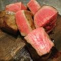 料理メニュー写真常識外れの分厚い牛タン