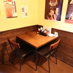 少人数でもご利用可能なテーブル席2名様用テーブル席もご用意!