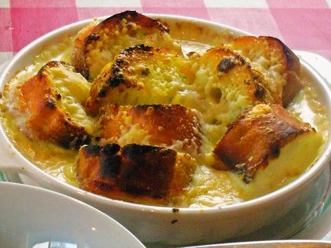 住宅街に佇むおしゃれなイタリアン。大皿に盛られた料理はボリューム満点。