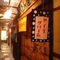 店内のいたるところに昭和の雰囲気が満載!都会の真ん中で昔を思い出しながら楽しい時間をすごせるお店です。おいしいホルモンと冷たいビールで、会話も弾むこと間違いなしです♪