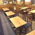 【レイアウト変更OK!】モダンな店内は大小テーブル席が配されたゆとりの空間。ご利用に合せてレイアウト変更も承ります。お気軽にご相談ください♪