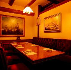 6名様までご利用可能な個室。暖色系の照明が灯る豪華客船の中のような店内。高級感のあるゆったり落ち着いた雰囲気の個室なっております。宴会、食事会はもちろん接待にぴったりのお席となっております。ゆっくり、ゆったりとした時間をお過ごしください。