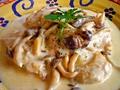 料理メニュー写真チキンとキノコのゴルゴンゾーラチーズソース