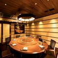 最大15名様までご利用可能な完全個室を完備しております。扉付きのプライベート空間です。