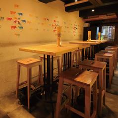 テーブル席は組み合わせて最大12名様まで可能。
