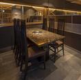 【テーブル席】壁でプライベート空間が保たれたテーブル席は2卓ご用意。こちら6名様までご利用いただけます。