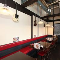吹き抜けの天井で開放的な空間★環状線沿い一軒家カフェ