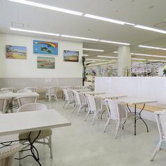 広々としたゆったり空間でパンを楽しんでいただけます。ハワイアンな雰囲気の中でのんびりと過ごしませんか。