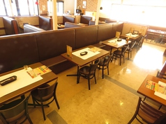 【テーブル席】開放感あふれる、広い店内で、イタリアン・ビュッフェを楽しんで★テーブル席・ソファ・ボックスなど、総席数100席を完備!パーティなども大歓迎です◎お客様のシーン・人数に合わせ、ご案内いたします!お席詳細・人数・ご予算など、お気軽にお問い合わせください♪※写真は一例です