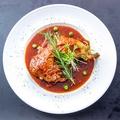 料理メニュー写真鶏もも肉のコンフィアジア風自家製甘辛いチーズソースかけ
