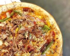 3色パプリカとプルドポークのスパイシーピザ