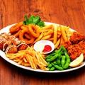 料理メニュー写真パーティープレート(フライドポテト・鶏の唐揚げ・枝豆・クランチポテト・たこ焼き・オニオンリング)