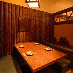 壁に仕切られた個室空間でプライベートな空間をお作りいたします!足を伸ばしてゆったりとした時間をお過ごしください。しゃぶしゃぶの食べ放題(飲み放題付)コースをご用意しております!仙台の上質な肉と風味豊かな焼酎をお楽しみください♪