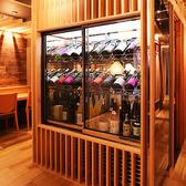 〈こだわりのお酒〉入口横の日本酒セラーの中には選りすぐりの大分銘酒と全国各地の銘酒がズラり!