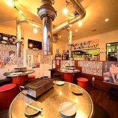 韓国の屋台のような雰囲気で楽しめるテーブル席♪広々とした店内でゆったり寛ぎながら飲み会をお楽しみいただけます。広々とした店内は雰囲気抜群!そんなおしゃれな空間で普段とは違う飲み会,女子会等をお愉しみください。