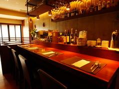 4名様までお座りいただけるカウンター席は、ご夫婦での御利用や大事な方との会食に。