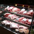 お肉を見て選びたいこだわり派のお客様は、専門のミートマスターがいるこちらのカウンターでご相談を♪