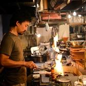 炎をたぎらせながらこんがり焼かれる絶品肉をご堪能あれ!少人数から大人数まで、ご予約随時承っております!