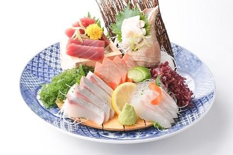 全国の漁港より毎日直送される海の幸。新潟の地酒は50銘柄以上あり種類が豊富。